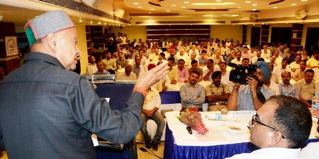Chief Minister  Virbhadra Singh talking to Baddi-Barotiwala-Nalagarh Industrialists