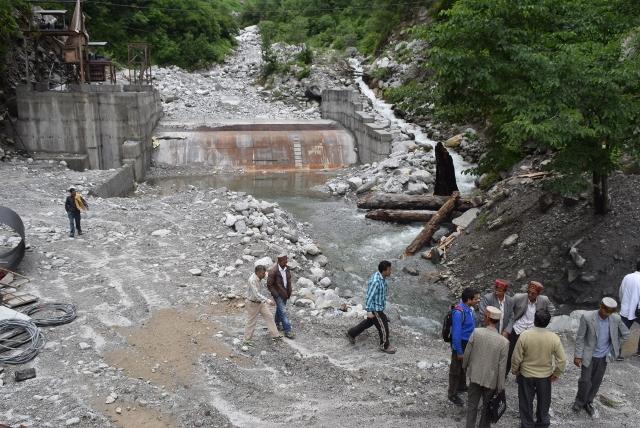 Natural streams flows choked