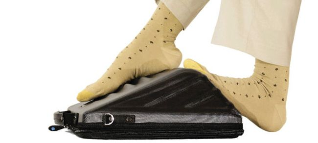 Leggae – the laptop case cum personal masseur when you travel long distance