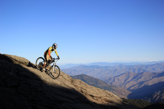 Mountain bikers cycle to Churdhar_1