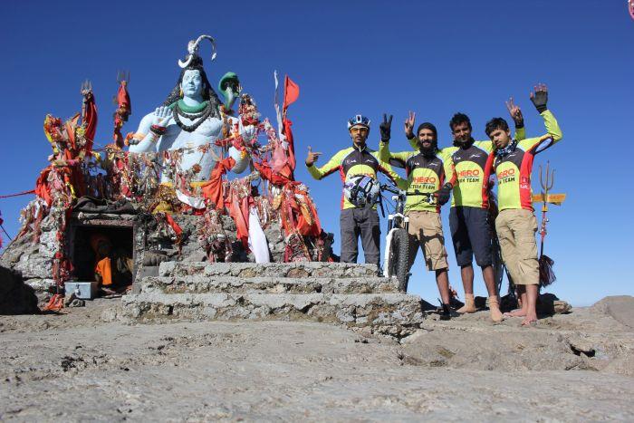 Mountain bikers cycle to Churdhar_3