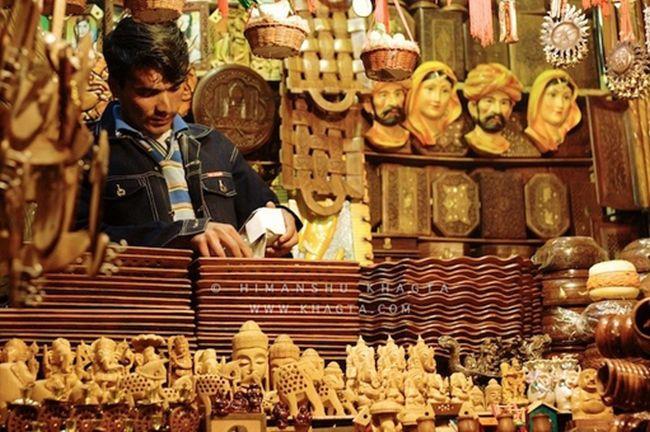 Stroll Lakkar Bazaar for Wooden Souvenirs_5