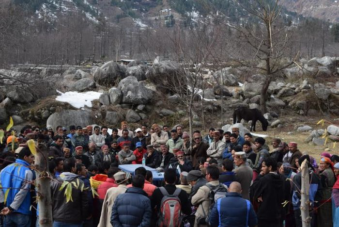 Rohtang roadside structures bulldozed, owners protest_2