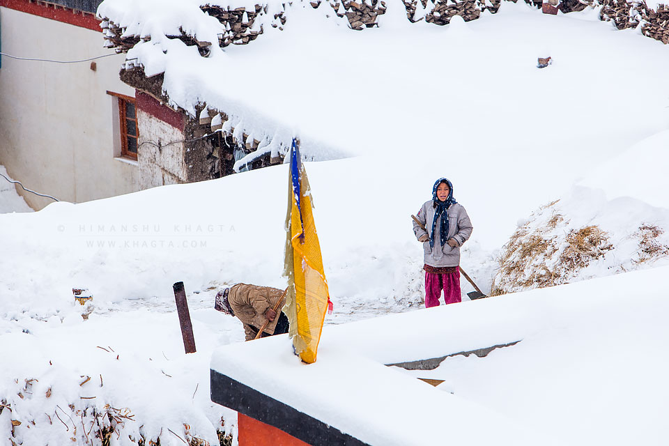 Cleaning snow in Spiti